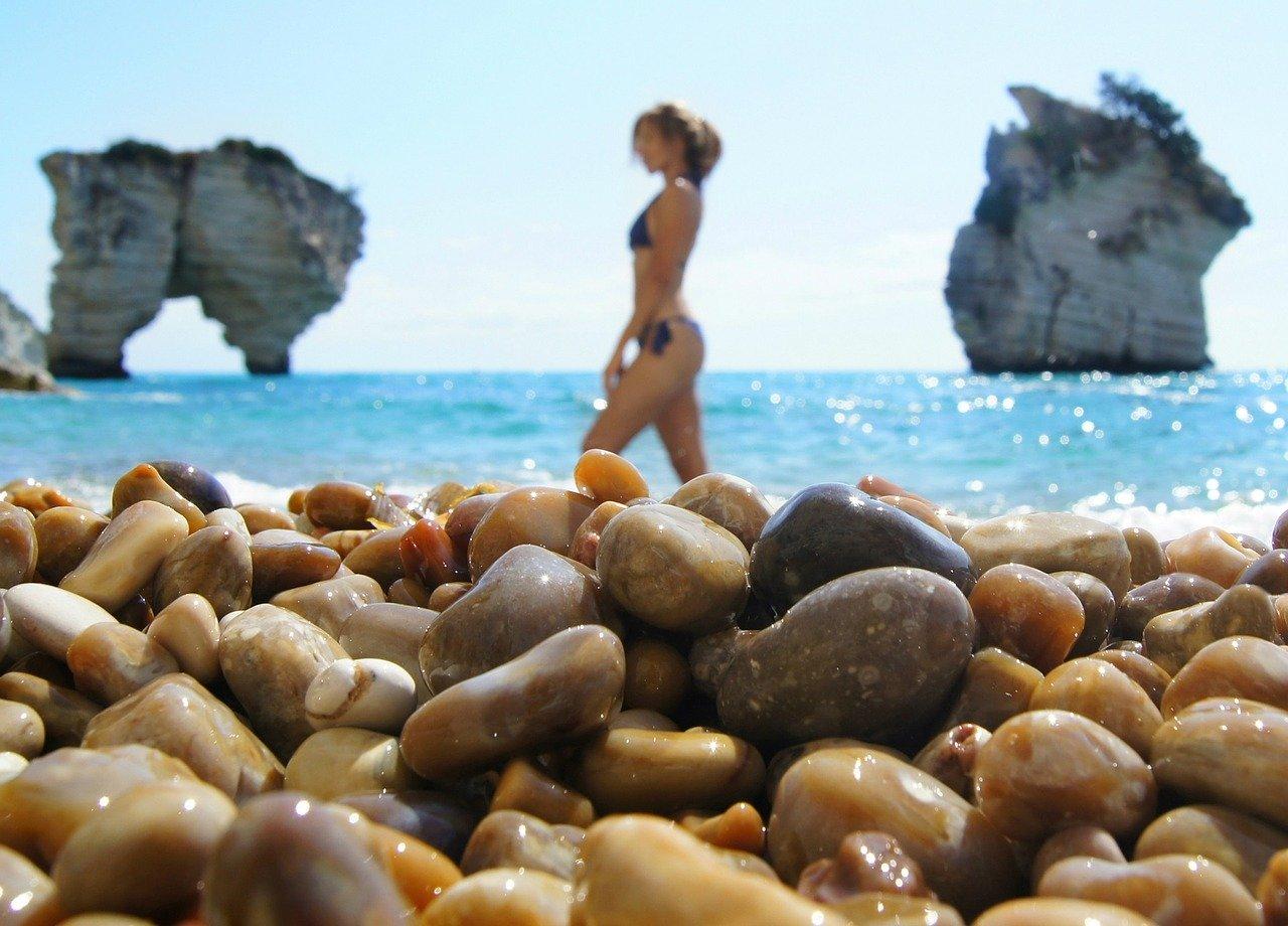 ausgefallener-bikini-mit-strass